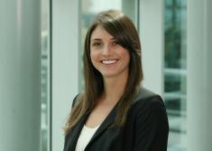 Elizabeth Farrell litigation associate